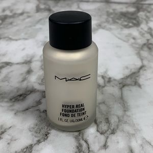 MAC Hyper Real Foundation Gold FX